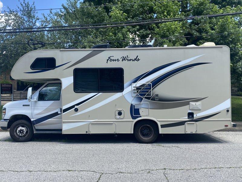 2018 Thor Motor Coach Four Winds 23U