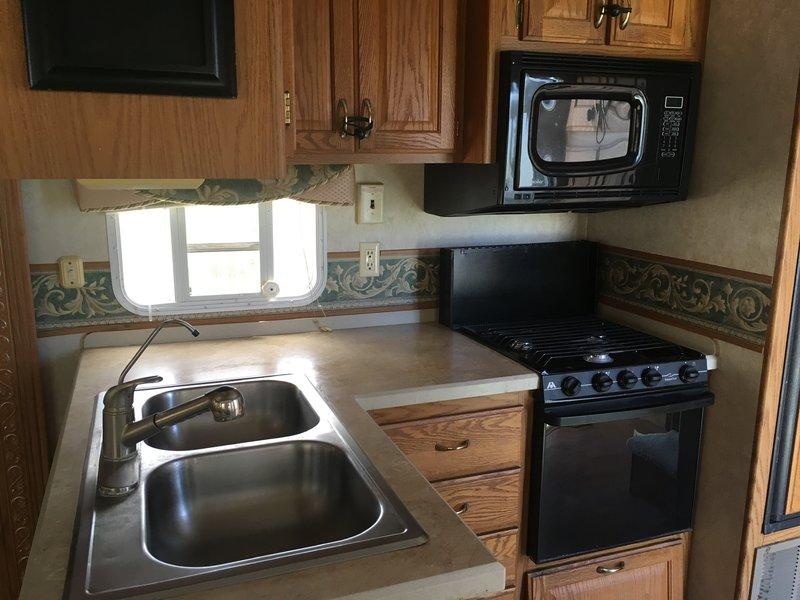 2005 NuWa Discover America Luxury Suite 31.5 LKDA