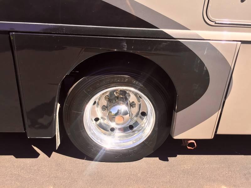 2007 Winnebago Adventurer 33V