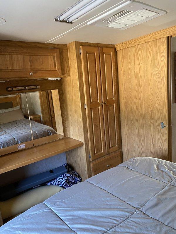 2005 Holiday Rambler Vacationer 34SBD