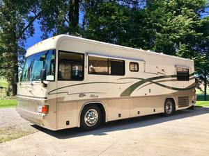 2000 Country Coach Allure 32