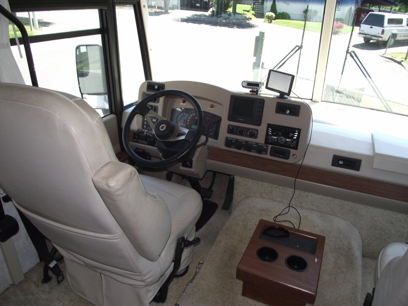 2004 Winnebago Adventurer 38R