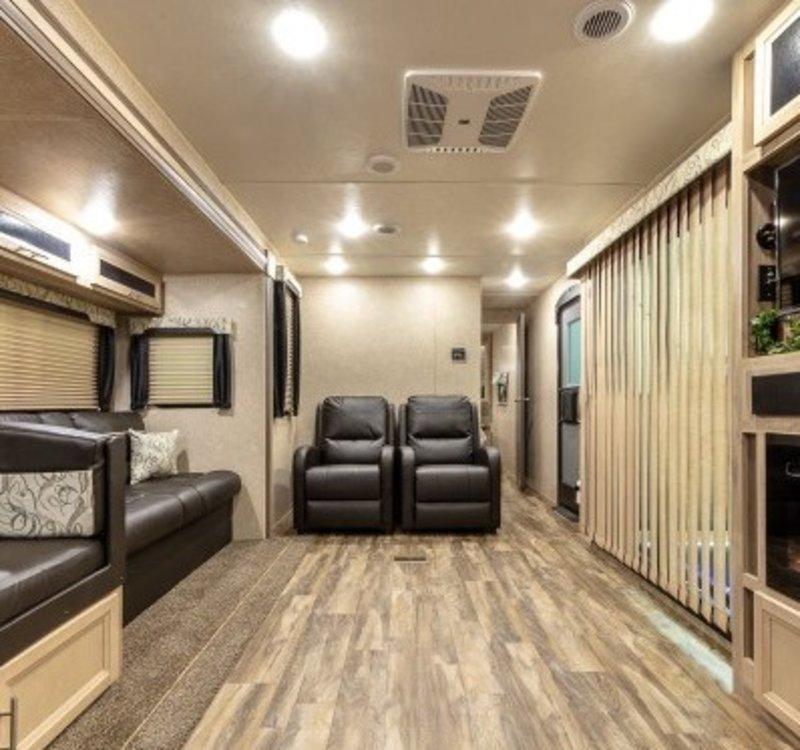 2019 Coachmen Catalina Legacy Edition 303RKP