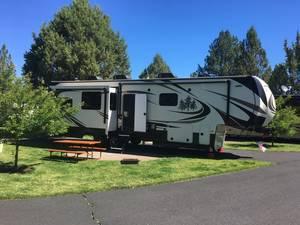 2018 Redwood RV  390WB