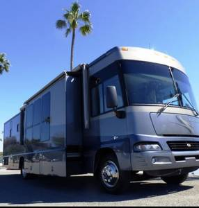 2005 Winnebago Adventurer 38J