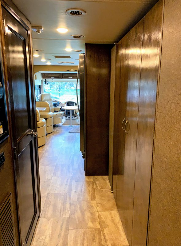 2017 Thor Motor Coach Challenger 37TB