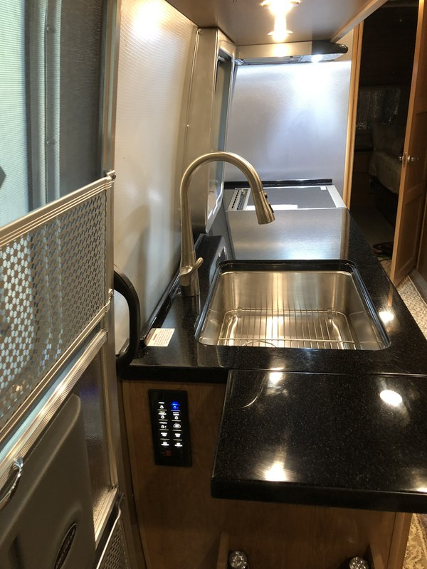 2018 Airstream Classic 30RB Twin