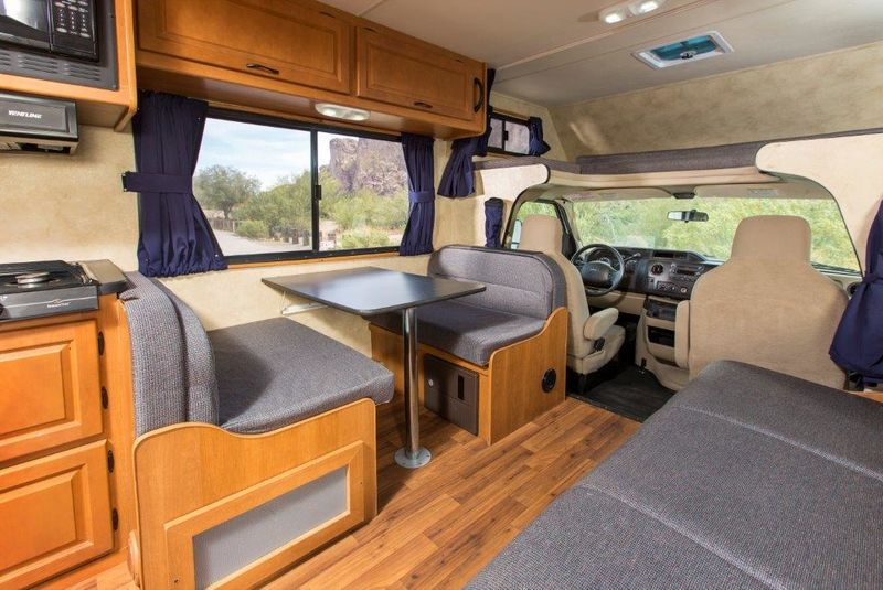 2015 Thor Motor Coach Majestic 28A
