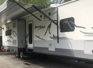 2016 Highland Ridge RV Mesa Ridge 310BHS