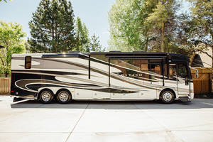 2011 American Coach American Tradition 42P