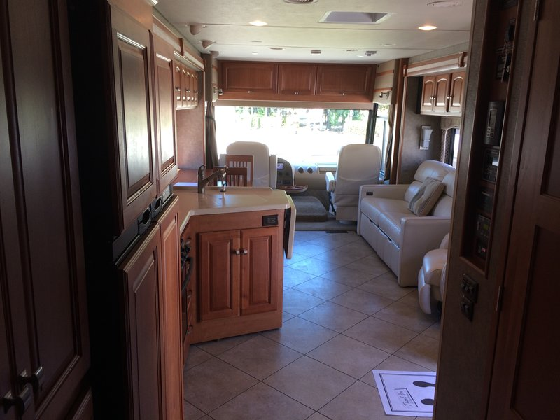 2013 Winnebago Adventurer 37F