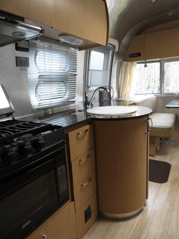 2014 Airstream Flying Cloud 25FB Twin