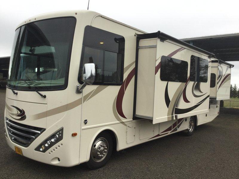 2017 Thor Motor Coach Hurricane 31S