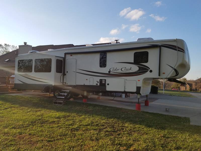 2018 Forest River Cedar Creek Silverback 37MBH
