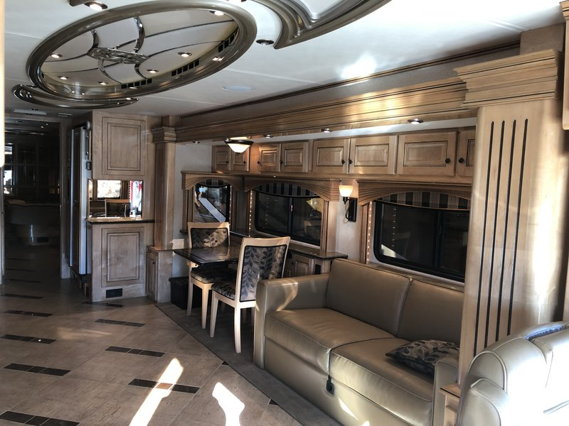 2009 Country Coach Magna 630 Rembrandt