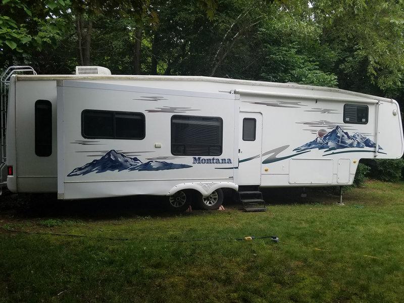 2006 Keystone Montana 3400RL