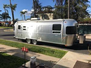2010 Airstream Flying Cloud 27FB Queen