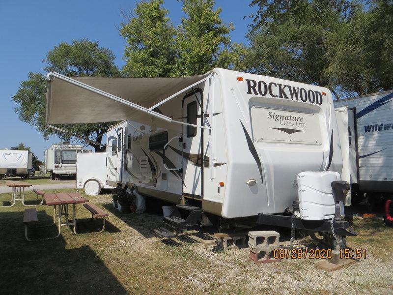 2012 Forest River Rockwood Signature Ultra-Lite 8319SS