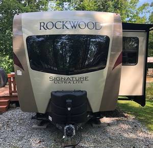 2018 Forest River Rockwood Signature Ultra Lite 8335BSS