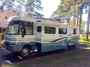 2004 Winnebago Adventurer 35A