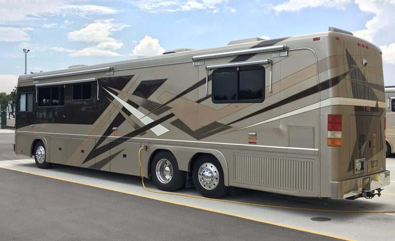 2000 Featherlite Coaches Vogue 5000 Class A Diesel Rv