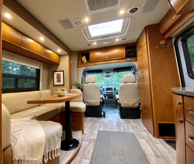 2015 Leisure Travel Vans Unity CORNER BED