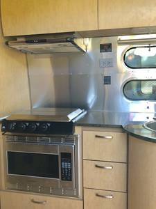 2016 Airstream Flying Cloud 25 FB twin