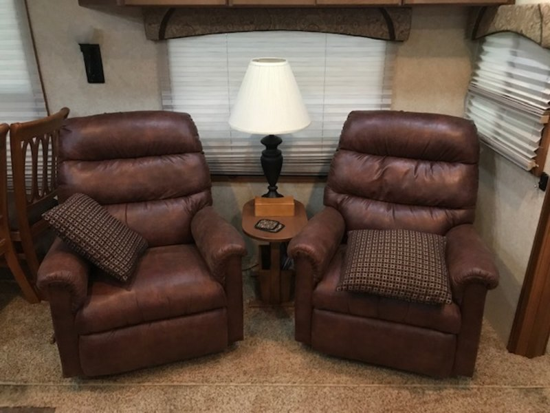 2011 Forest River Cardinal 3425