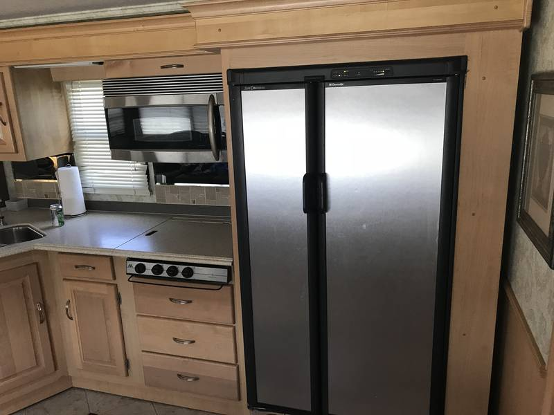 2005 National RV Tropical T370