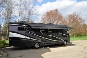 2018 Winnebago Vista LX 30T