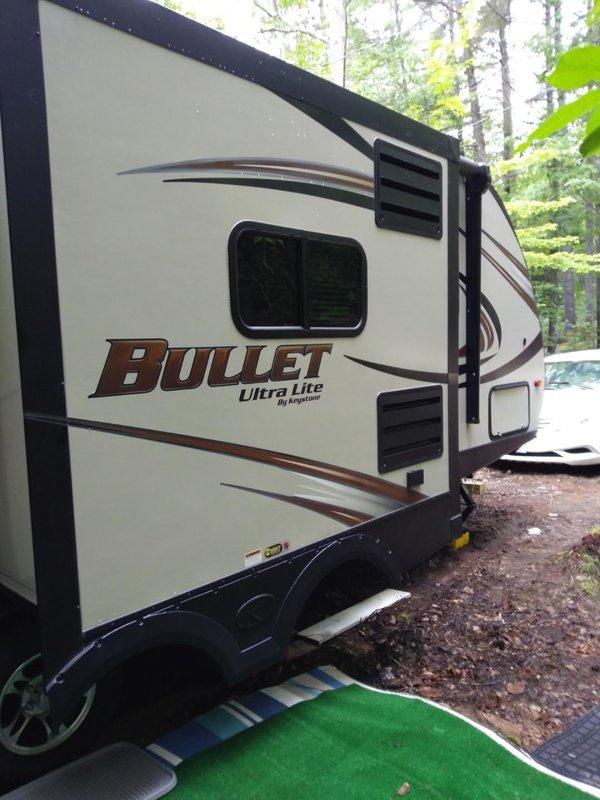 2015 Keystone Bullet 220RBI