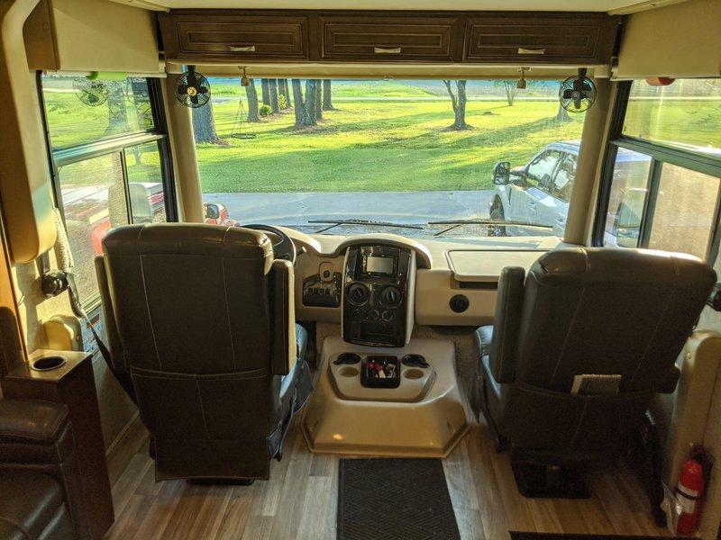 2017 Thor Motor Coach Miramar 35.2