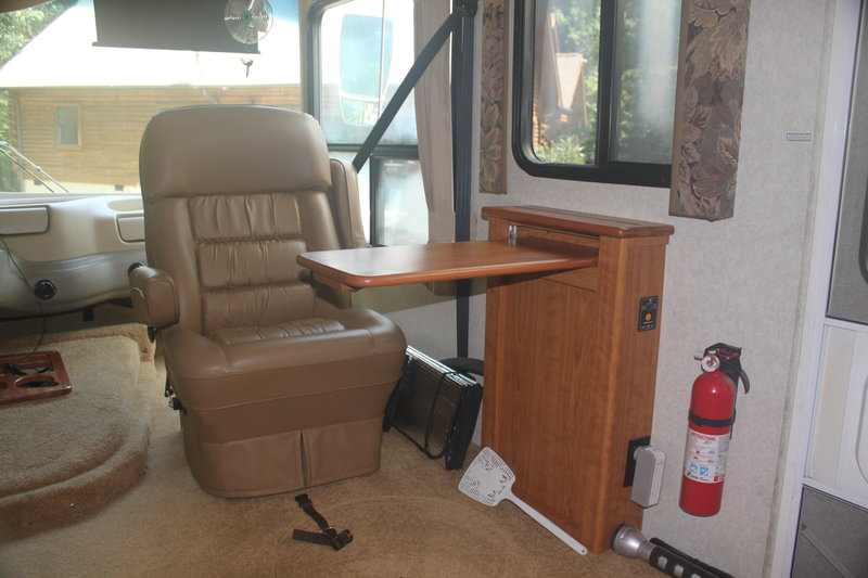 2004 National RV Dolphin LX 6342