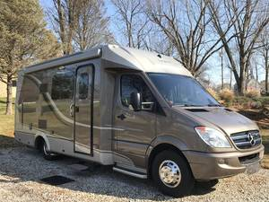 2012 Leisure Travel Vans Unity 24MB