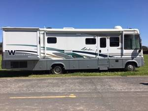 2004 Winnebago Adventurer 33V