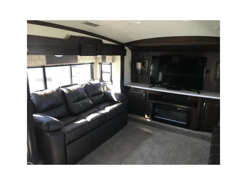 2019 Forest River Cardinal Luxury 3825FLX