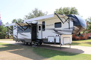 2021 Keystone Avalanche 395BH *With Gen / Tankless WH