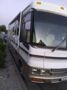 2001 Winnebago Adventurer 32v