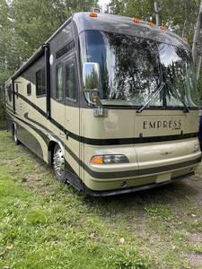 2004 Triple E Empress 3902FB