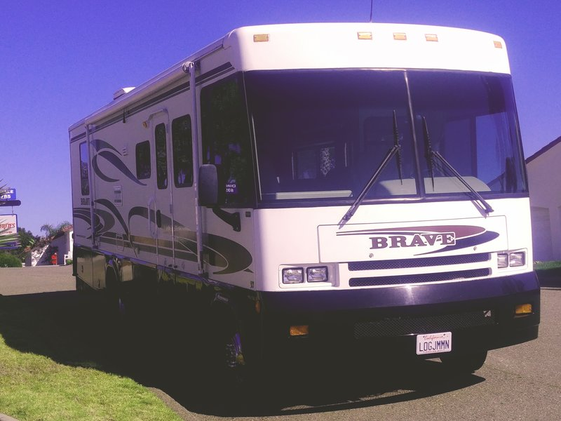 2001 Winnebago Brave 33V