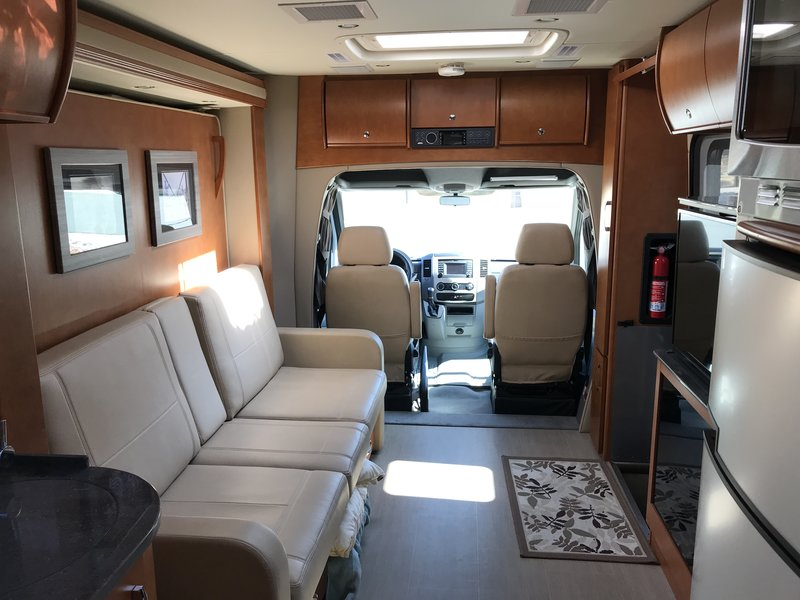 2016 Leisure Travel Vans Unity 24MB