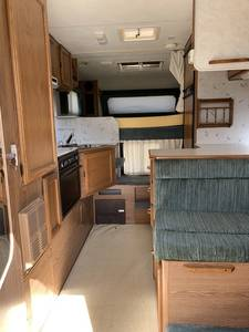 1998 Lance Longbed Squire 8000