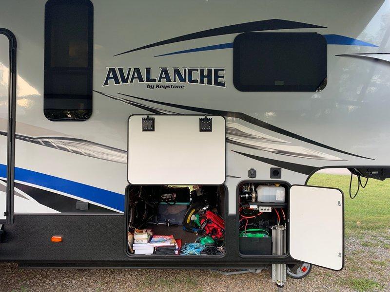 2019 Keystone Avalanche 379 BH
