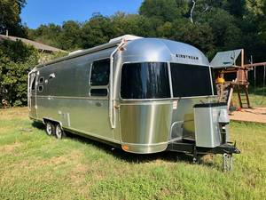 2019 Airstream Flying Cloud 27FB Queen