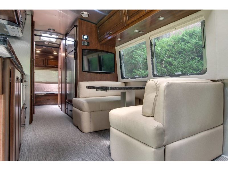 2016 Airstream Classic 30RB Queen