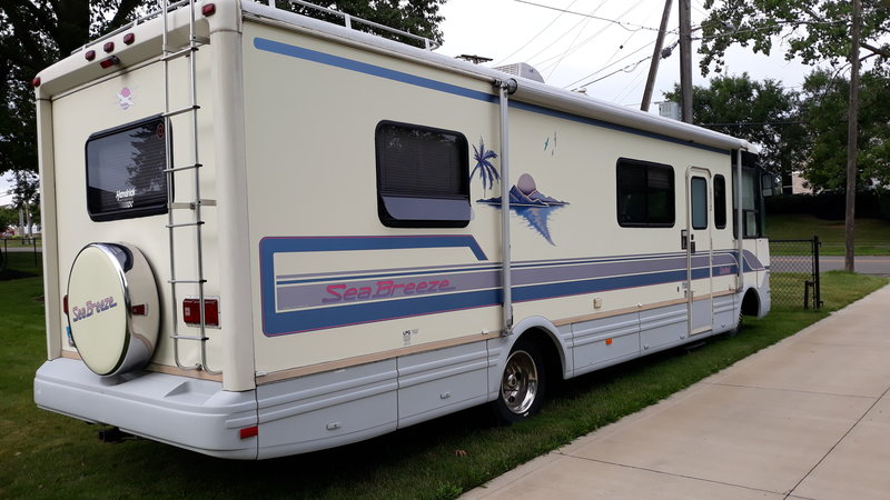 1995 National RV Sea Breeze 131 LIMITED