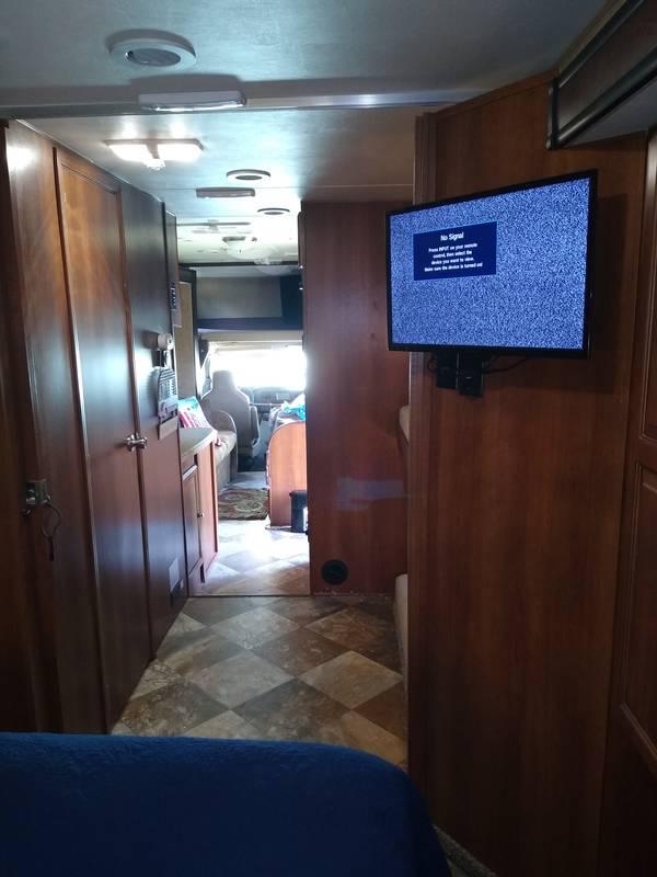 2015 Coachmen Leprechaun 32 bh