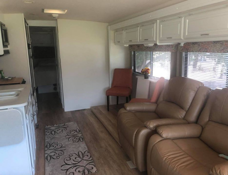 2003 Winnebago Sightseer WFD33L
