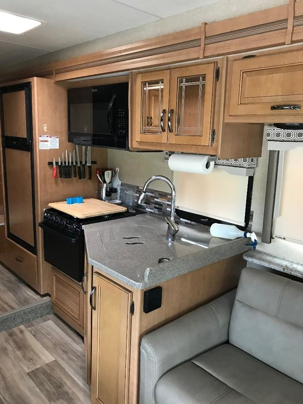2017 Thor Motor Coach Four Winds 31Y