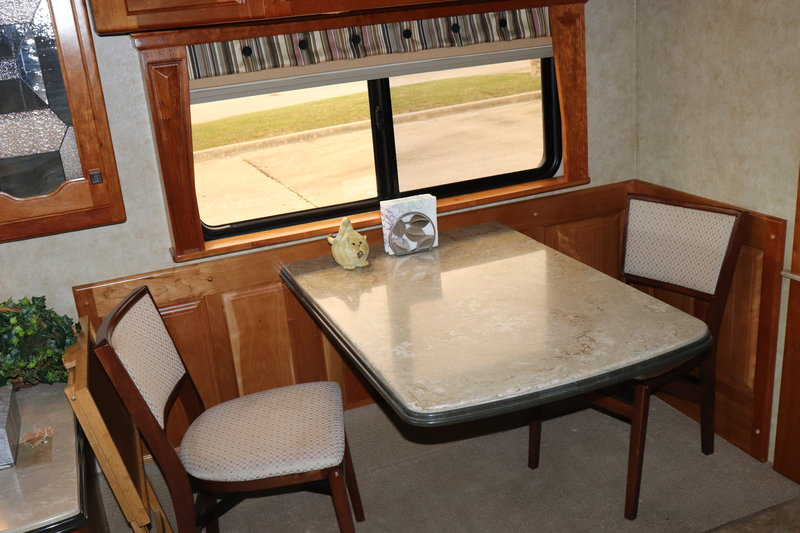 2009 Country Coach Intrigue 550 Jubilee Quad Slide